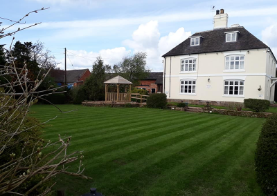 top-lawn-company-staffordshire-caring-for-your-lawn-04